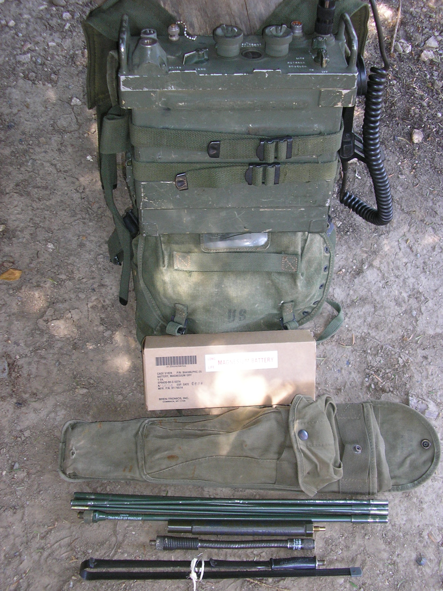 PRC-25 in harness with accesories